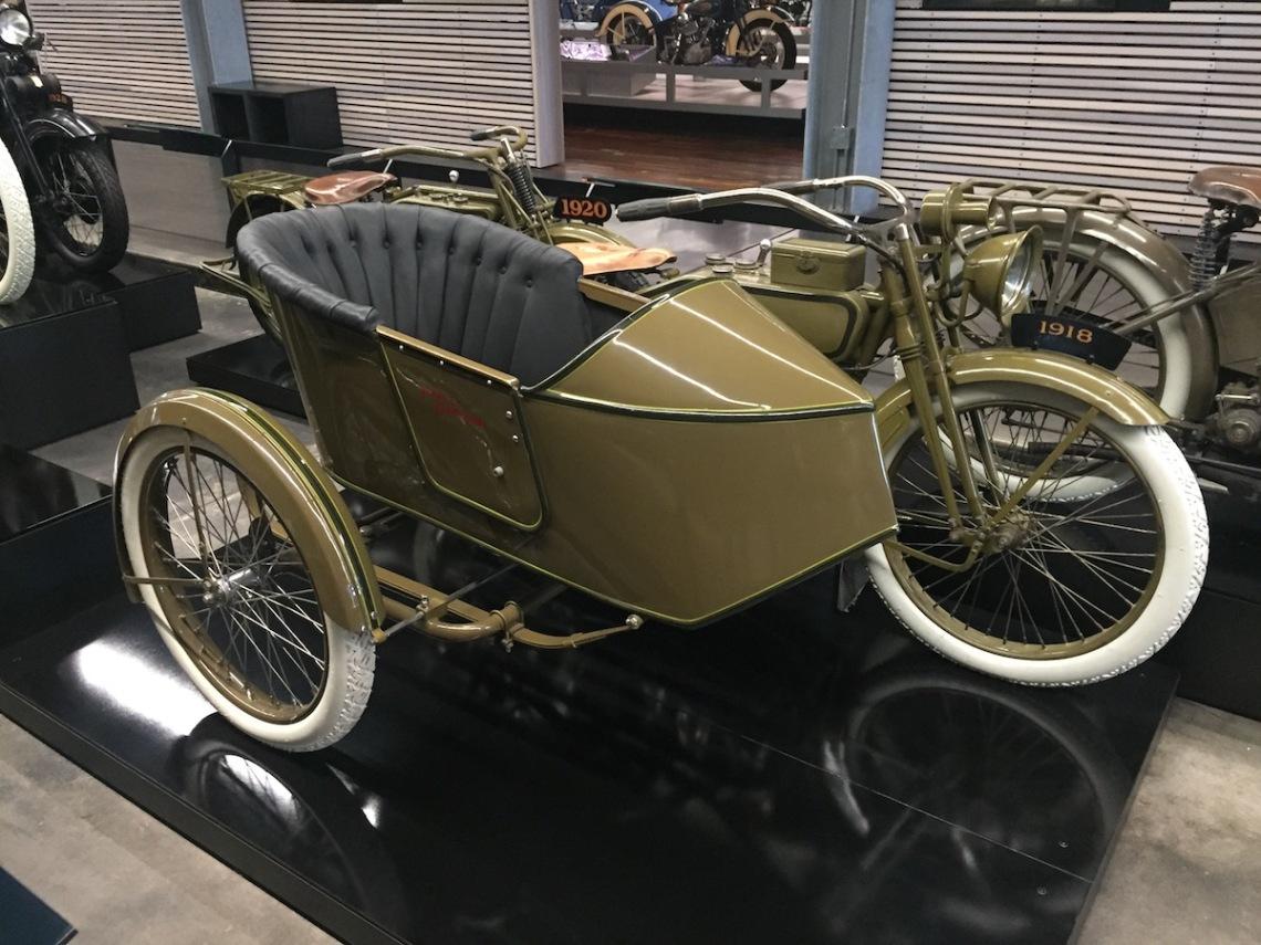 1918 Model J mit Rogers Seitenwagen, F-Kopf V-Zwilling