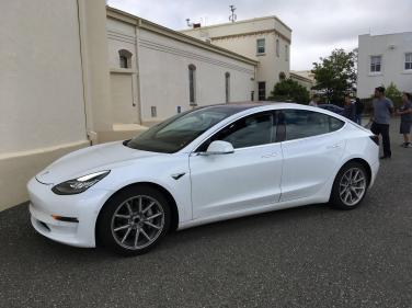 Tesla_Model_3_03